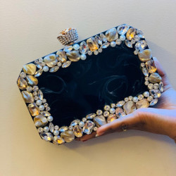Raisin Beauty Clutch (Delivery time 3-4 Weeks)